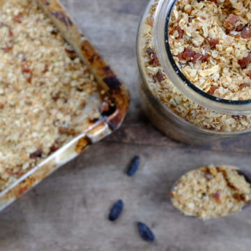 4 Grain Muesli with Apricot and Tonka Bean