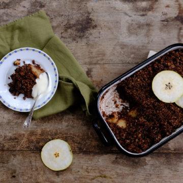 Pear, Chocolate and Muesli Breakfast Crumble